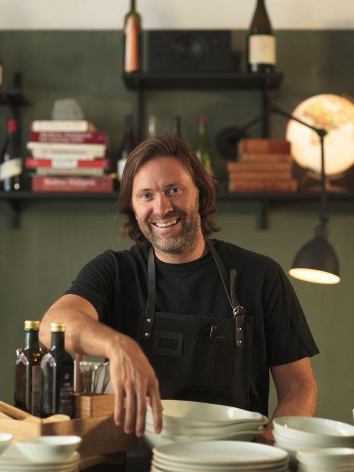 Niklas Ekstedt är känd både som TV-kock och kokboksförfattare. d574e76e6e23f