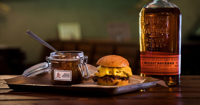 Bulleit Bourbon lanserar baconsylt med Lådan.