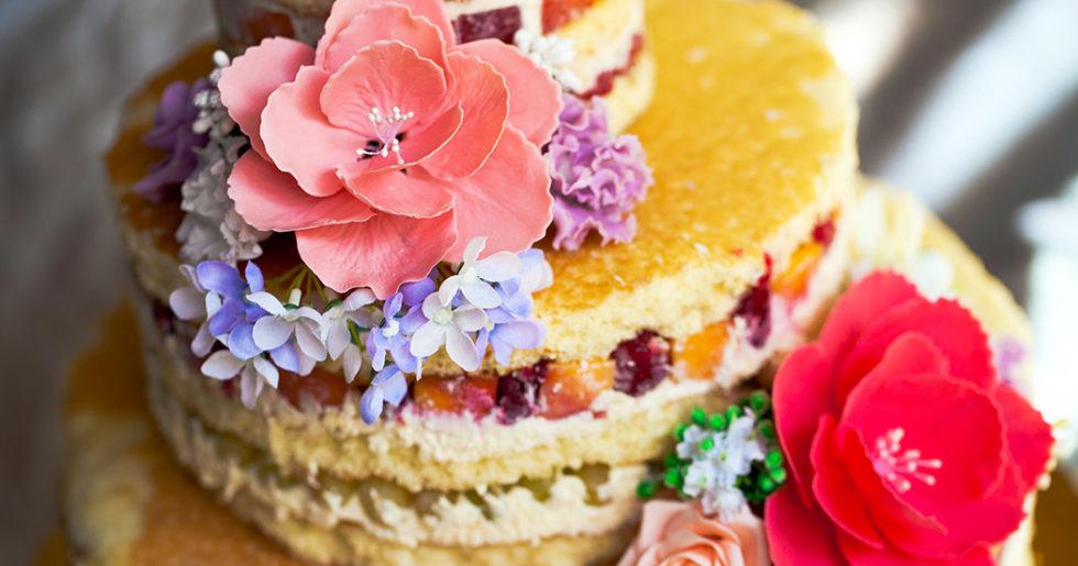 ätbara blommor tårta
