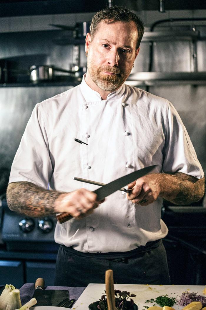 Kniven Mot Strupen Västerås
