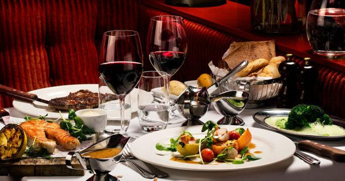 Romantisk middag på Le Rouge.