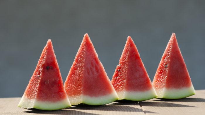 skära melon i kuber