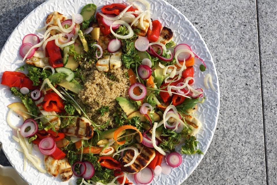 vegetarisk sallad med quinoa