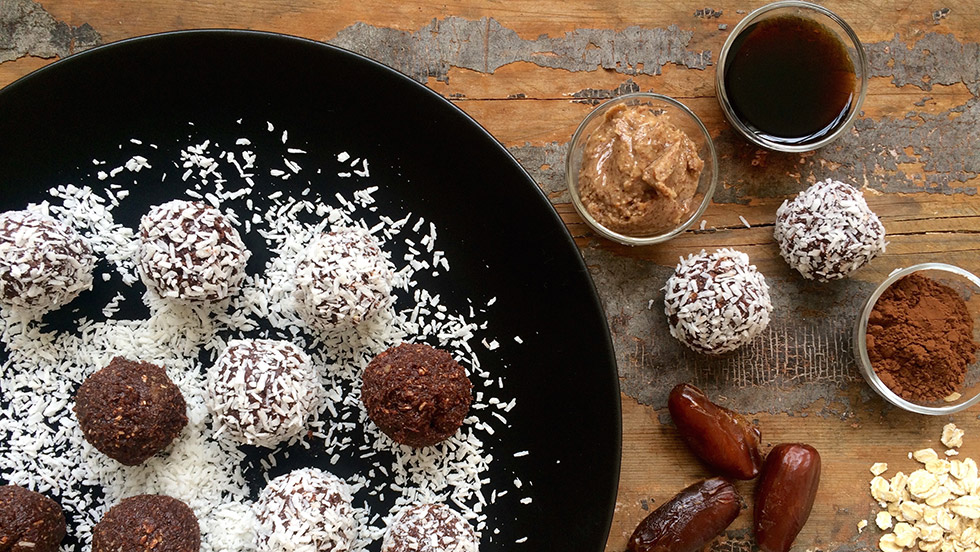 chokladbollar gjorda på dadlar