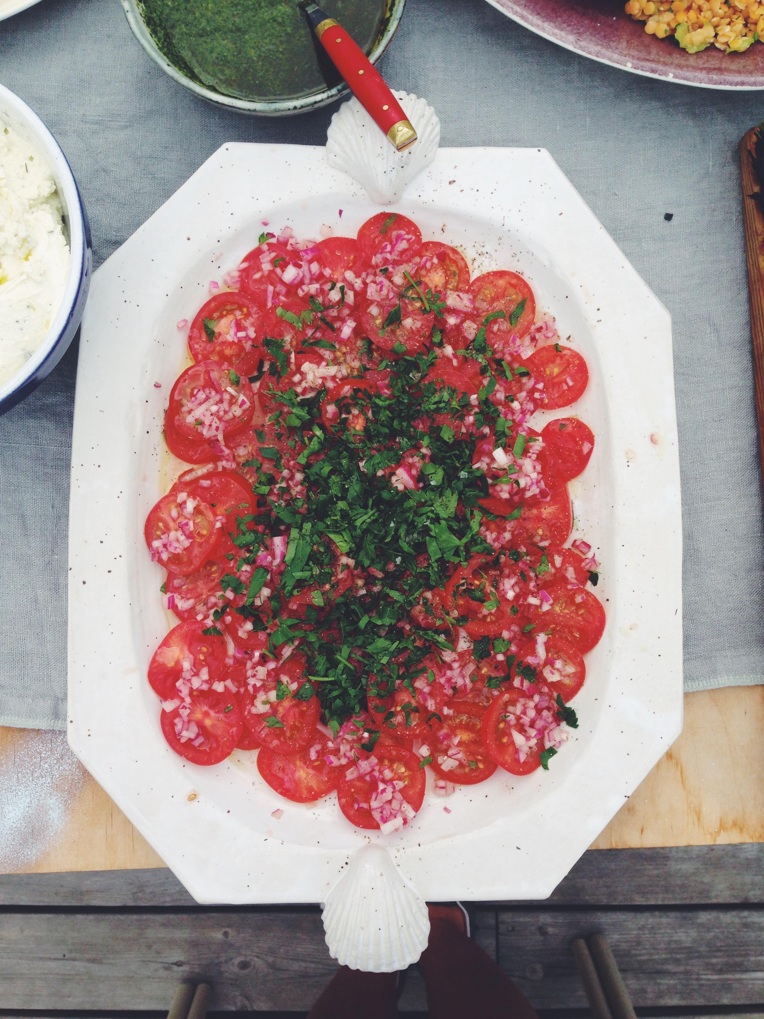 tomatsallad med rödlök