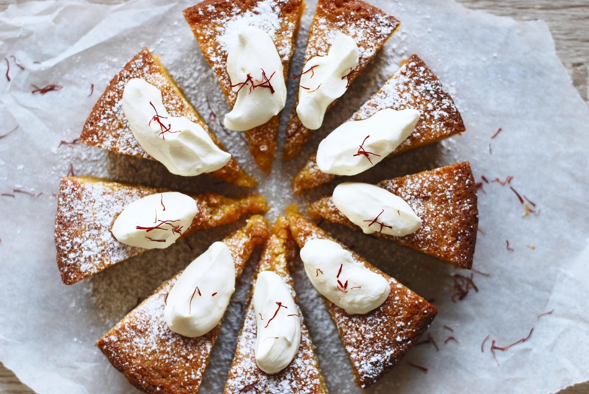 Lussekladdkaka – julens absolut godaste & kladdigaste kaka