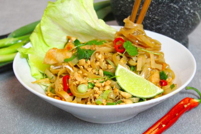 thaimat nudlar och kyckling