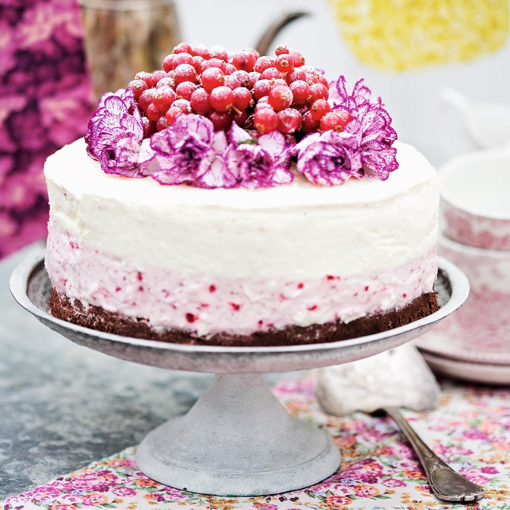 vit chokladtårta med hallon