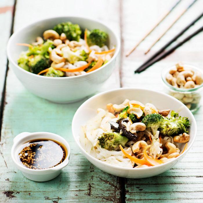 Nudlar med shiitake och broccoli.
